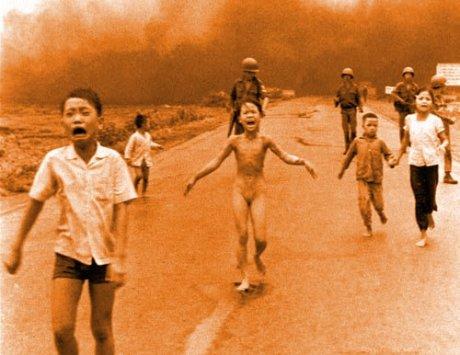 20090123194442-guerra-nina-desnuda.jpg