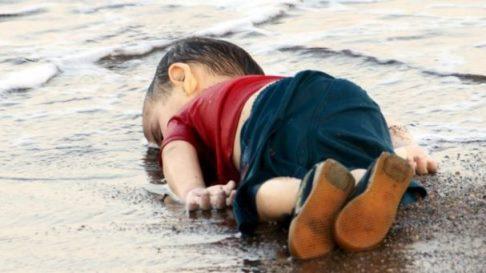 20150903205220-nino-emigrante-muerto-en-las-playas-de-turquia-...-copia.jpg