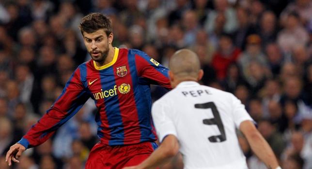 Piqué ante Pepe en el Clásico de Liga